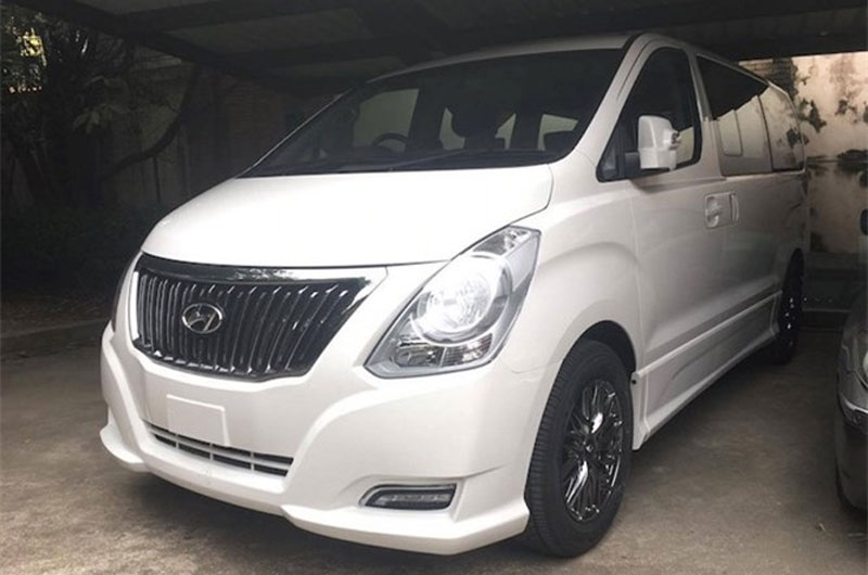 Minivan hạng sang Hyundai H-1 Limited II giá 1,12 tỷ. Mẫu xe van hạng sang Hyundai H-1 Limited II dựa trên cơ sở dòng xe thương mại Starex, nhưng đã được nâng cấp nội thất tiện nghi hơn. (CHI TIẾT)