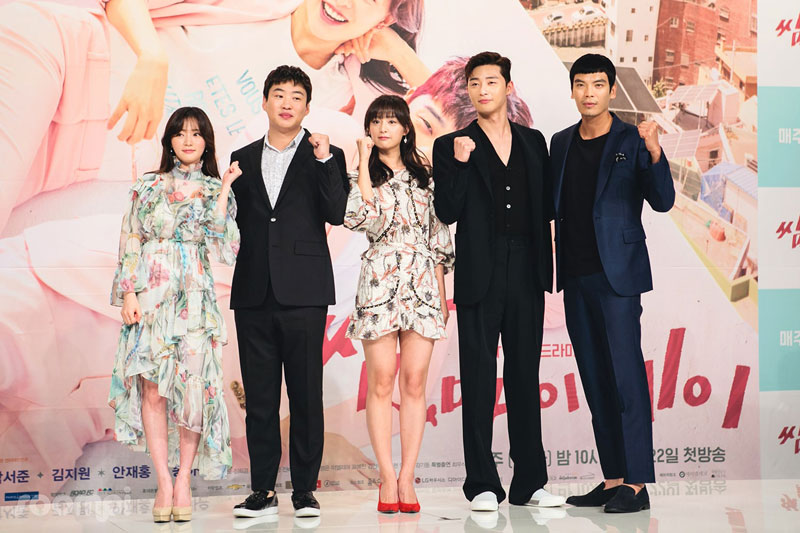 1. Fight for My Way (tạm dịch: Thanh xuân vật vã). Bộ phim chia sẻ câu chuyện của những người trẻ tuổi luôn cố gắng để có thể bước đi trên con đường mà họ mơ ước, dù con đường họ đi rất khó khăn và gian nan. Phim do nam diễn viên Park Seo-joon và nữ diễn viên Kim Ji-won thủ vai chính.