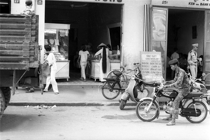 Anh song dong ve duong pho Nha Trang nam 1968-Hinh-8
