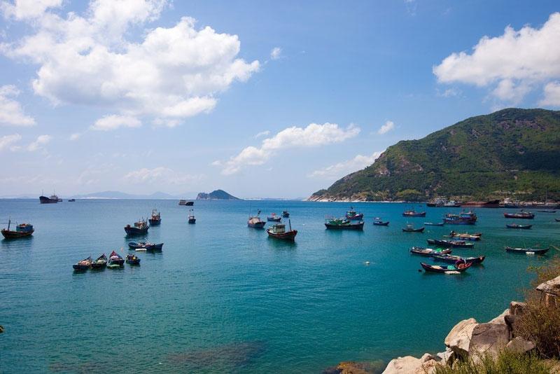 Vịnh là ranh giới tự nhiên trên biển giữa Phú Yên với Khánh Hòa. Ảnh: Phongboea.