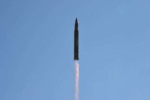 Tên lửa đạn đạo của Triều Tiên. Ảnh: KCNA.