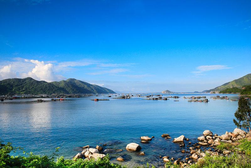 Vũng Rô nằm tiếp giáp với biển Đại Lãnh thuộc vịnh Vân Phong, tỉnh Khánh Hòa. Ảnh: Nhuttran.