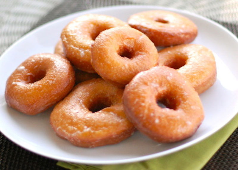 Công thức làm bánh donut cho người mới học. Bánh donut (bánh doughnut) là loại bánh ngọt rất nổi tiếng và phổ biến ở nhiều nước phương Tây. Hiện nay, loại bánh này được rất nhiều người Việt Nam yêu thích nhờ hương vị thơm ngon. (CHI TIẾT)