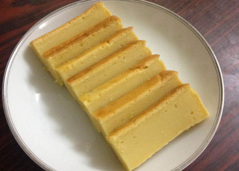 Hướng dẫn làm bánh đậu xanh ngon như người Hải Dương. Bánh đậu xanh là loại bánh ngọt được làm từ bột đậu xanh quết nhuyễn với đường, dầu thực vật hay mỡ động vật. Món ngon này thưởng thức kèm trà tàu hay chè xanh thì ngon hết ý. (CHI TIẾT)