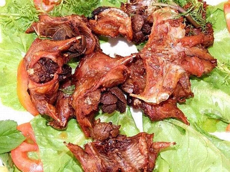 Vừa sợ vừa mê đặc sản nổi tiếng của Đồng Nai. Ngoài bưởi Tân Triều, mít tố nữ, ươi rừng, nấm mối…, Đồng Nai còn có món đặc sản khá độc đáo và được nhiều người yêu thích là dơi xào lăn. Món ăn này khiến nhiều người rùng mình khi nghe thấy. Tuy nhiên, nó lại rất thơm ngon và bổ dưỡng. (CHI TIẾT)
