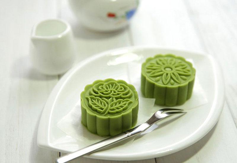 Hướng dẫn cách làm bánh dẻo trà xanh. Bánh dẻo là một trong hai loại bánh trung thu đặc biệt của người Việt Nam, bên cạnh bánh nướng. Hôm nay, Khoa học & Phát triển sẽ hướng dẫn bạn làm bánh dẻo trà xanh thơm ngon, lạ miệng. (CHI TIẾT)
