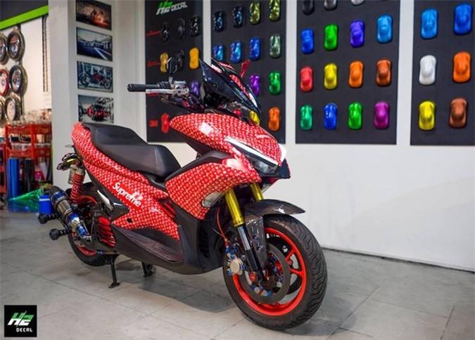 Yamaha NVX khoac ao Louis Vuitton
