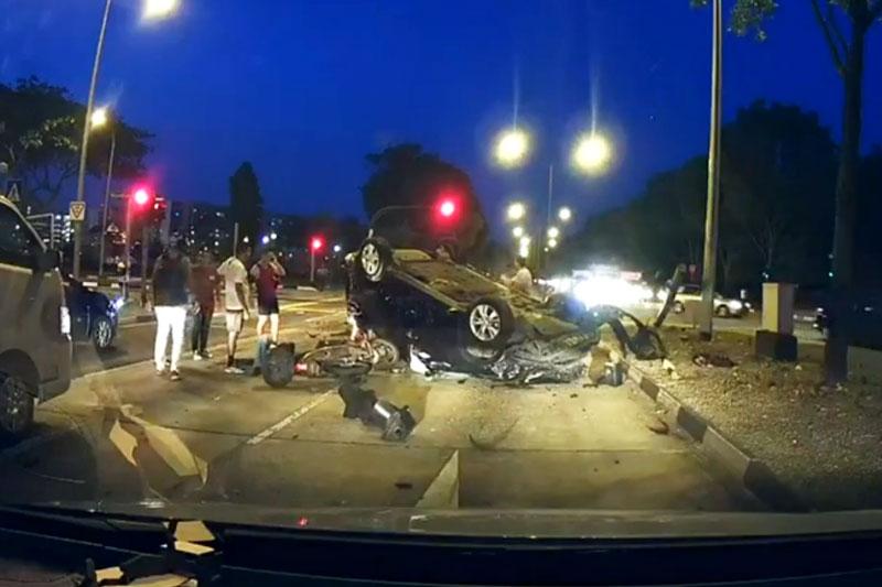 Vụ tai nạn thảm khốc khiến 1 biker tử vong tại chỗ. Khi đang lưu thông trên đường với tốc độ hơn 40 km/h, biker đã bị chiếc xe hơi gặp tai nạn văng trúng. Cú va chạm này khiến biker ngã xuống đường và bị xe tải tông trúng khiến anh tử vong tại chỗ. (CHI TIẾT)