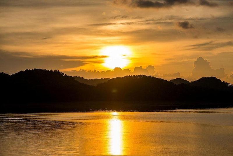 Hiện nó là hồ nước lớn nhất tỉnh Hà Tĩnh với diện tích bề mặt lên tới 30 km2. Ảnh: Scott Trageser.
