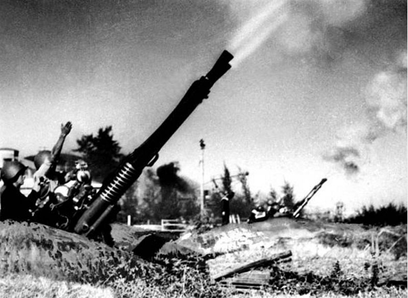 Trong chiến tranh ở Việt Nam, đế quốc Mỹ đã dội xuống hàng triệu tấn bom đạn các loại. Đáng chú ý, chỉ trong chiếc dịch ngăn chặn sự chi viện của Miền Bắc Xã hội Chủ nghĩa cho Miền Nam kháng chiến, Mỹ đã ném xuống 864.000 tấn bom. Ảnh: Getty.