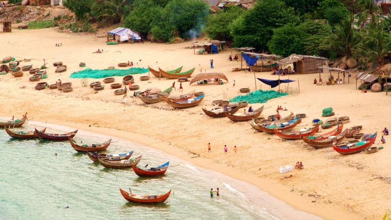 Hàng năm, nơi đây thu hút hàng nghìn khách du lịch tới tham quan, nghỉ dưỡng. Ảnh: Traimietvuon.