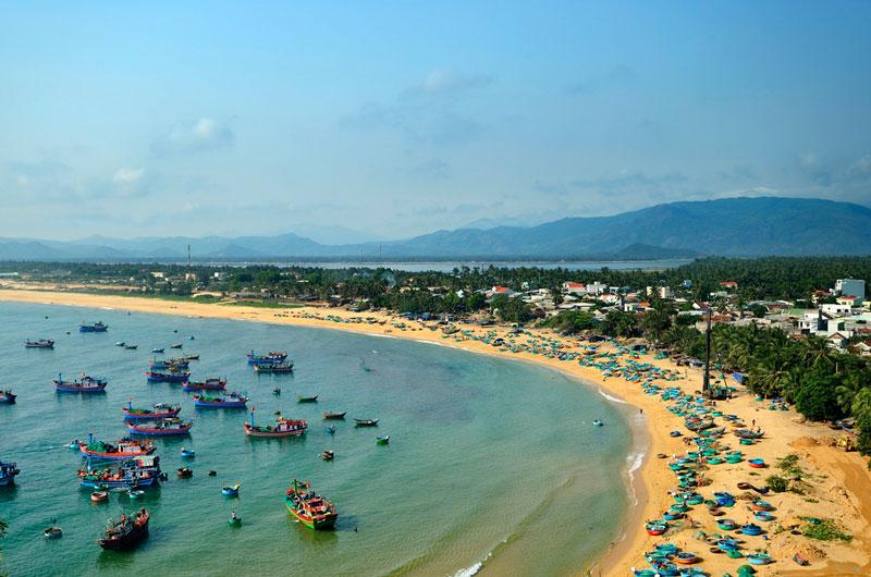 Hàng năm vào dịp gần rằm tháng 6 Âm lịch, người dân Xuân Hải lại tổ chức lễ hội cầu ngư, cầu Ông Nam Hải để mong mùa màn bội thu, sóng êm gió lặn. Ảnh: Diem Dang Dung.