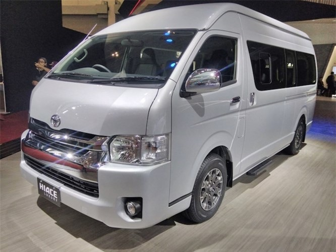 "Chi tiet xe khach ""sang chanh"" Toyota Hiace Luxury"