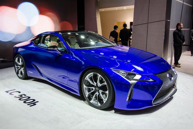 Lexus LC 500h 2018 được trang bị động cơ xăng V6 với dung tích 3,5 lít. Ngoài ra, nó còn có động cơ điện với pin lithium ion 44,6 kW. 2 động cơ này sản sinh công suất tối đa 354 mã lực. Hộp số biến thiên liên tục điều khiển điện với 4 cấp số tự động. Thời gian tăng tốc từ 0-100 km/h trong gần 5 giây.