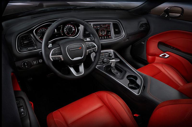10. Dodge Challenger 2017 (giá khởi điểm: 28.090 USD).