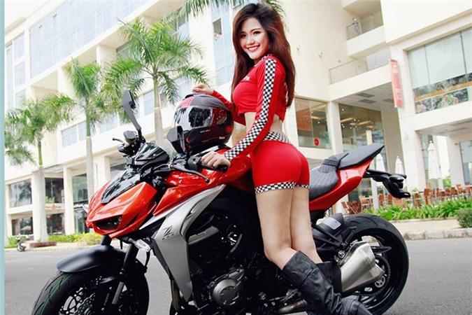 Mỹ nhân Việt đọ cá tính cùng xe môtô Kawasaki Z1000. Mẫu xe môtô naked-bike Kawasaki Z1000 dình đám tại Việt Nam là cặp đôi hoàn hảo của chân dài Việt cá tính khi xuất hiện cùng nhau. (CHI TIẾT)