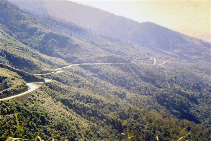 Canh sac tuyet voi tren deo Hai Van thap nien 1960-Hinh-3