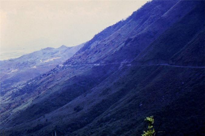 Canh sac tuyet voi tren deo Hai Van thap nien 1960-Hinh-4