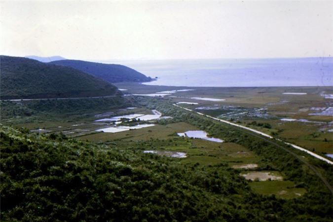 Canh sac tuyet voi tren deo Hai Van thap nien 1960-Hinh-9
