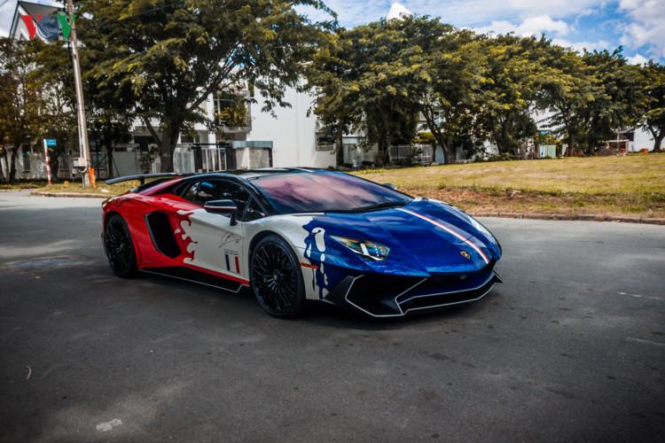 """Minh """"nhựa"""" lái Lamborghini Aventador SV giá 35 tỉ đồng dạo phố. Cuối tuần qua, đại gia Minh"""