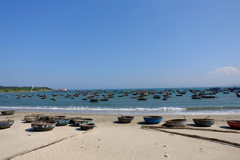 Bãi biển Mỹ Khê có chiều dài 900m, thuộc vào loại nhộn nhịp nhất trong số các bãi tắm của Đà Nẵng. Ảnh: Myha.