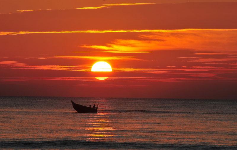 Tạp chí kinh tế Mỹ - Forbes đã bình chọn bãi biển Đà Nẵng là một trong sáu bãi biển quyến rũ nhất hành tinh vào năm 2005. Ảnh: Danangplus.