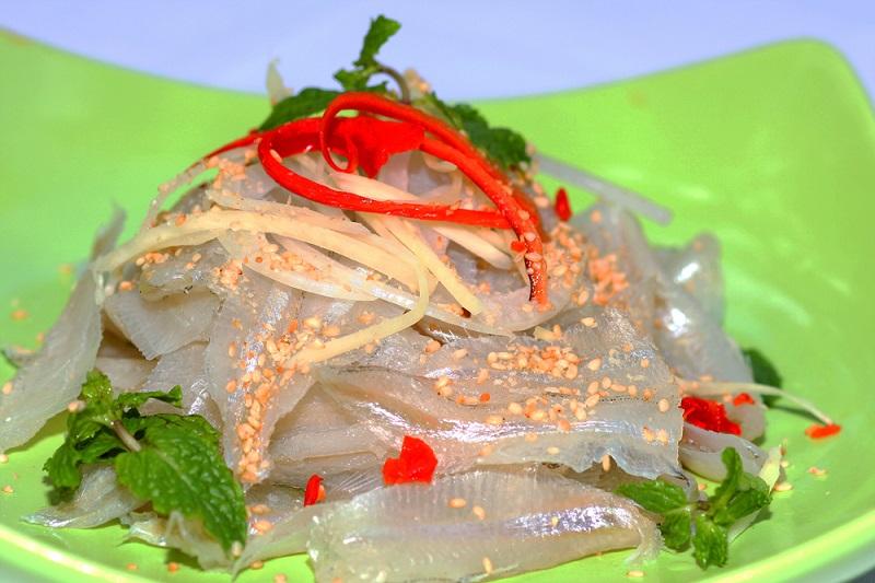 Gỏi cá mai thơm ngon hương vị vùng biển.