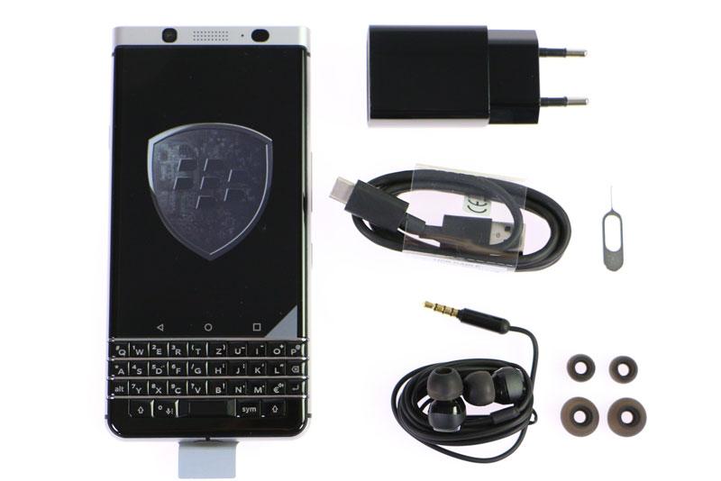 Mở hộp BlackBerry KeyOne chuẩn bị lên kệ ở Việt Nam. BlackBerry KeyOne vừa được giới thiệu tại thị trường Việt Nam với giá bán 14,99 triệu đồng. Dưới đây là những hình ảnh mở hộp của smartphone này. (CHI TIẾT)