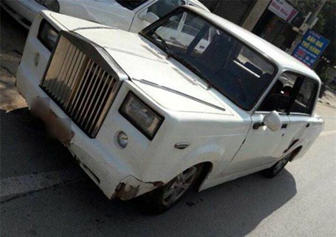 Rolls-Royce tự chế của người Việt lên báo Tây. Rolls-Royce tự chế từ chiếc Lada đời cũ xuất hiện trên trang chuyên về xe cộ ở Rumani. (CHI TIẾT)