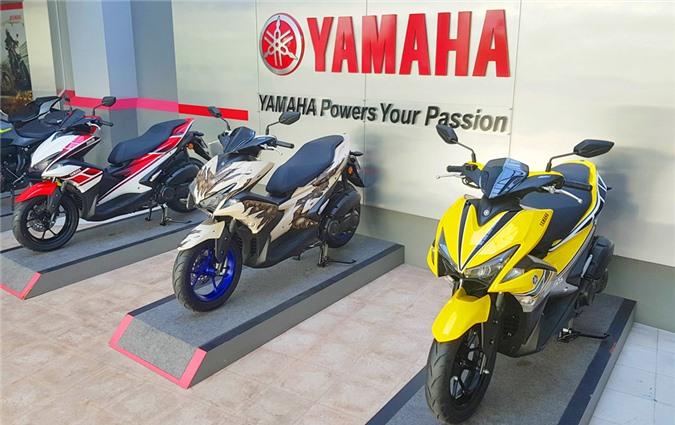 Cận cảnh 3 xe Yamaha NVX 155 gắn tem đặc biệt. 3 chiếc Yamaha NVX 155 có tem kỷ niệm sinh nhật lần thứ 50, 60 của hãng xe Nhật và một bộ tem nghệ thuật Gothic vừa xuất hiện ở Malaysia. (CHI TIẾT)