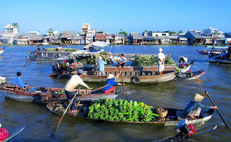 Chợ nổi Cái Răng là một trong những điểm tham quan đặc sắc nhất ở Cần Thơ. Đây là một nét văn hóa rất đặc sắc ở vùng đồng bằng sông nước Cửu Long, thu hút rất nhiều du khách, đặc biệt là khách nước ngoài. Ảnh: Tourmientayvietnam.