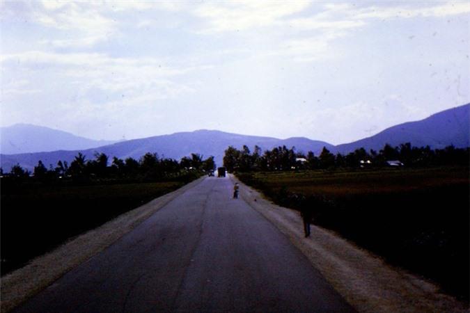 Mien Trung thap nien 1960 dep nhu tranh qua ong kinh linh My-Hinh-11