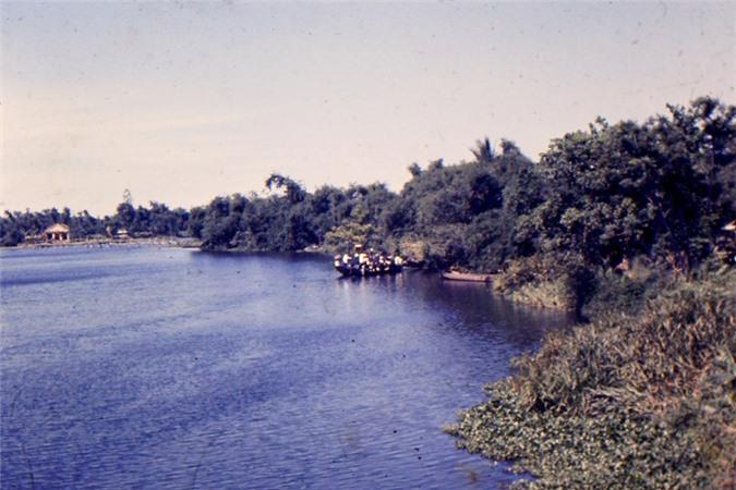 Mien Trung thap nien 1960 dep nhu tranh qua ong kinh linh My-Hinh-3