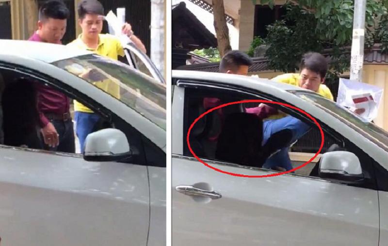 Người đàn ông đạp liên tiếp vào mặt nữ tài xế ở Hà Nội. Chiếc xe hơi vừa dừng lại trên phố, bỗng nhiên người đàn ông lao tới, mở cửa, đạp liên tiếp vào mặt nữ tài xế tại Hà Nội. (CHI TIẾT)