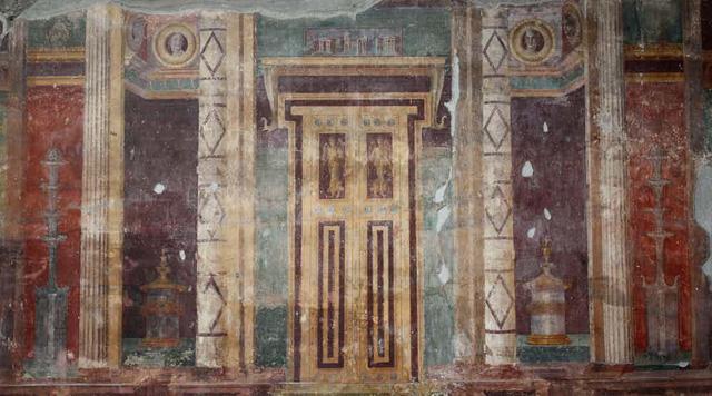 Những hình vẽ, biểu tượng được khắc trong kim tự tháp.