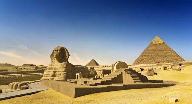 Kỳ quan kim tự tháp và tượng nhân sư.