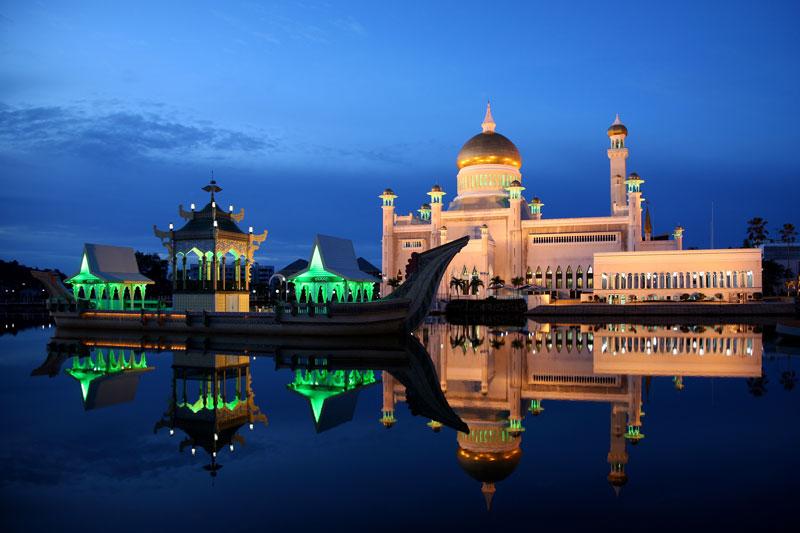 10. Brunei. Tổng diện tích: 5.765 km2.