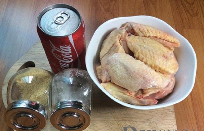 Nguyên liệu cho món cánh gà om coca.