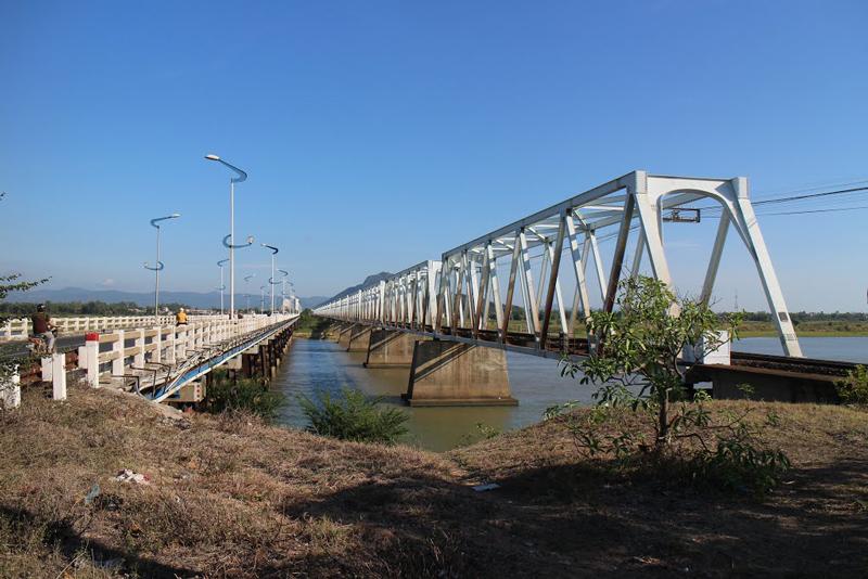 Trước đây, cầu này từng là cây cầu dài nhất miền Trung nằm trên quốc lộ 1A. Ảnh: Lân Nguyễn.