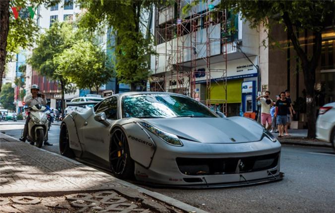 Hình ảnh sêu xe Ferrari 458 độ Liberty Walk trên phố Sài Gòn. Mới đây, những hình ảnh về chiếc siêu xe Ferrari 458 độ theo phong cách Liberty Walk độc đáo đã được chụp lại khi dừng đỗ tại một con phố ở Sài Gòn. (CHI TIẾT)