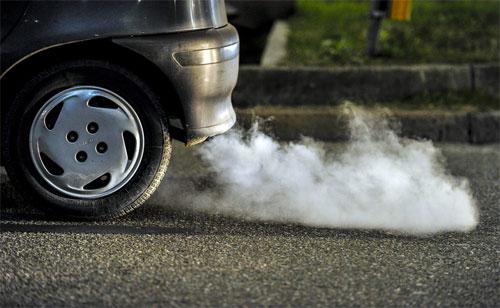 Những chất độc hại trong khí thải ôtô. Nitơ-oxit, carbon monoxide, sulfur dioxide, benzen... có trong khí xả đều tác động xấu tới cơ thể nếu con người hít phải với số lượng lớn. (CHI TIẾT)