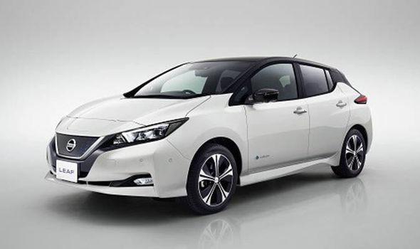 Nissan thách thức Tesla Model 3 với ôtô điện Leaf 2018. Sau nhiều tháng nghiên cứu và phát triển, Nissan đã công bố thông số kỹ thuật, phạm vi hoạt động, phần mềm của chiếc ôtô điện Leaf phiên bản 2018. (CHI TIẾT)
