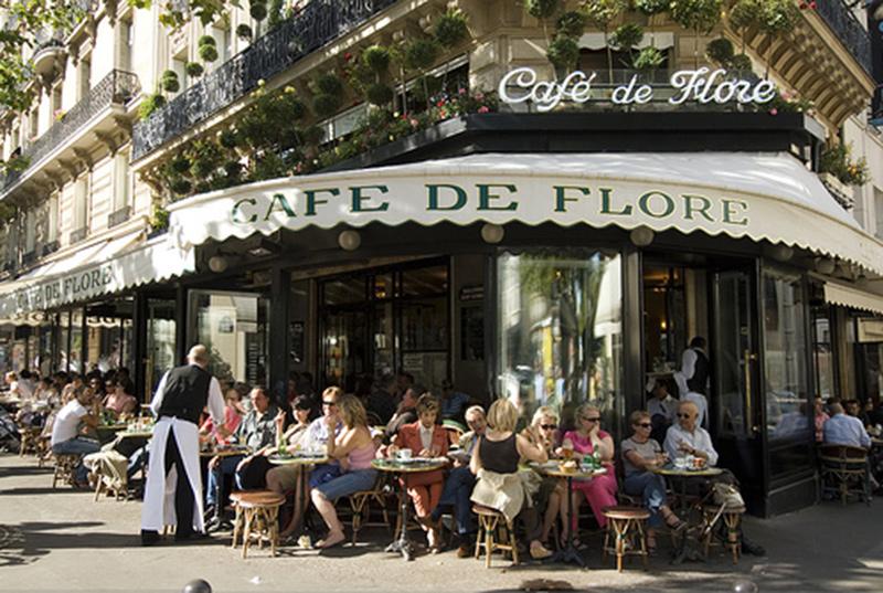 Càphê vỉa hè ở một con phố Paris, Pháp. Ảnh: Thewingedflowerpot