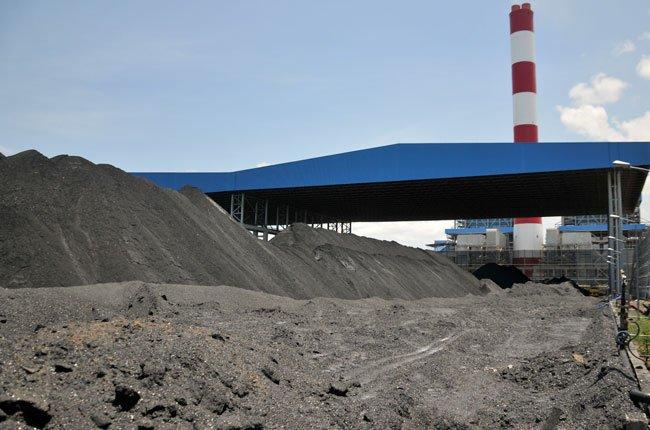 Sản xuất gạch không nung từ tro xỉ nhiệt điện than.