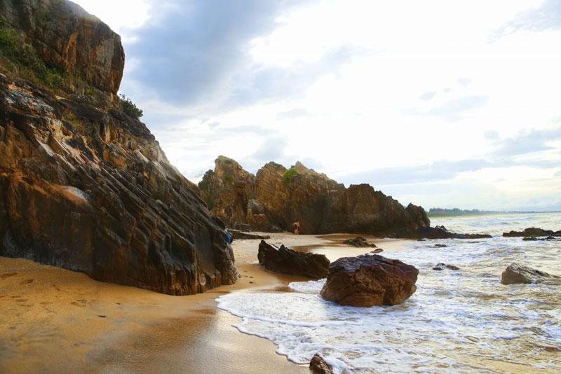Biển bãi Đá Nhảy ở Quảng Bình rất lý tưởng. Bãi bằng phẳng, nước trong veo và cát trắng mịn màng. Ảnh: Toản Phí.