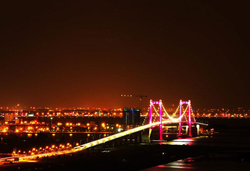 Cầu Thuận Phước bắc qua 2 bờ sông Hàn đổ ra Vịnh Đà Nẵng, nối đường Nguyễn Tất Thành với cầu Mân Quang, giữa 2 Quận Hải Châu và Sơn Trà thuộc thành phố Đà Nẵng. Ảnh: Khachsandanang.