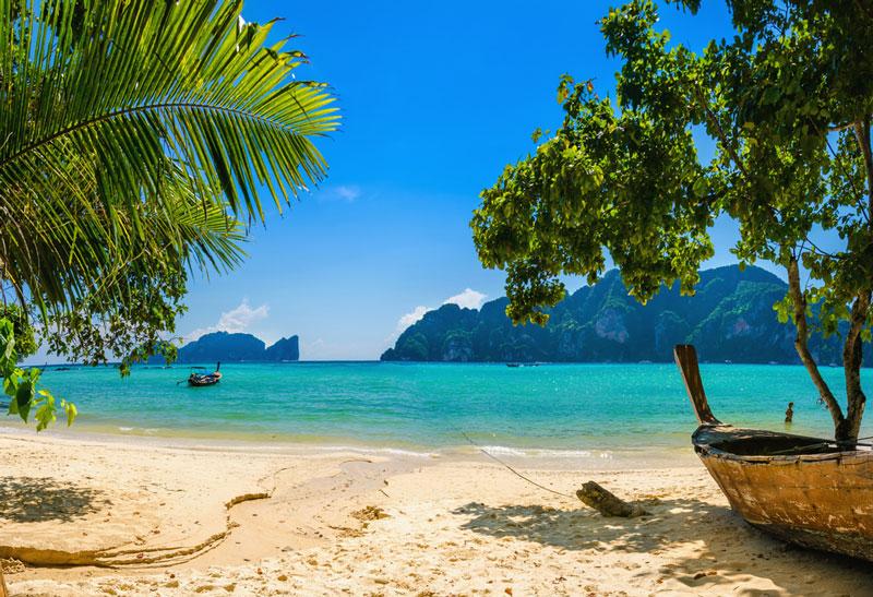 Patong được xem là nơi mua sắm rẻ nhất với giá cả hàng hóa đa dạng và phong phú.