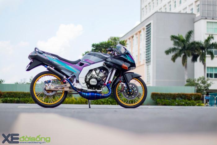 Hàng hiếm Kawasaki Kips 150R độ khủng tại Sài Gòn. Kawasaki Kips, tên chính xác là K.I.P.S, là những chiếc xe đua 2 thì sử dụng hệ thống Kawasaki Integrated Powervalve System với khả năng tối ưu hoá tốc độ nhằm phù hợp với đường đua. (CHI TIẾT)