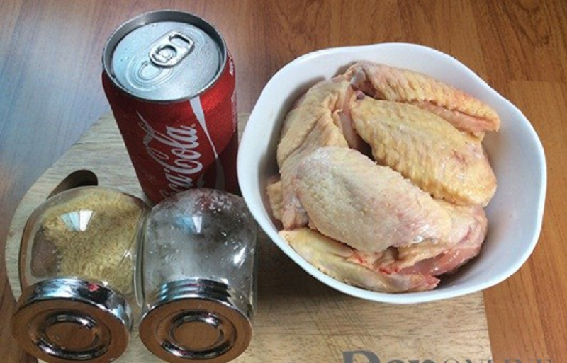 Clip: Công thức nấu cánh gà om coca thơm ngon, độc đáo. Những món ăn chế biến từ thịt gà từ lâu đã trở thành món khoái khẩu của nhiều người. Nếu bạn đã quá quen thuộc với các món gà nướng, chiên mắm, kho sả... bài viết sau đây sẽ hướng dẫn công thức món gà om coca vừa mới lạ mà lại thơm ngon, hấp dẫn. (CHI TIẾT)