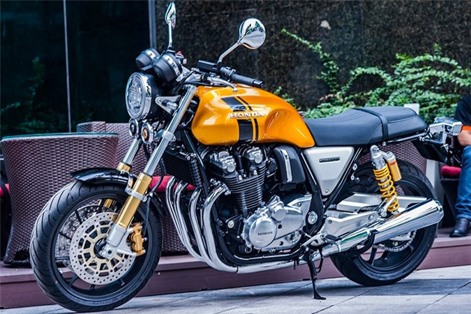 Chi tiết môtô Honda CB1100RS 2017 giá gần 500 triệu tại Hà Nội. Chiếc môtô Honda CB1100RS 2017 vừa được một cửa hàng nhập về tại Hà Nội gây ấn tượng với màu sơn cùng nhiều chi tiết được làm mới. (CHI TIẾT)